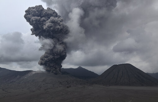 Indonesia, Java, View of eruption from Bromo volcano - MR001400