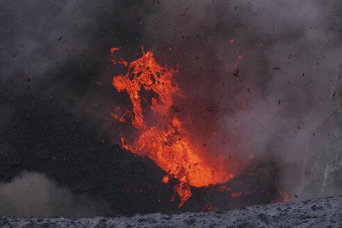 Vanuatu, Tanna Island, View of lava erupting from Yasur volcano - MR001437