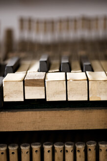 Germany, Bavaria, Piano keys, close up - RN001216