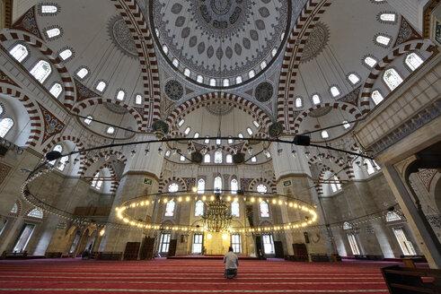 Turkey, Istanbul, Man praying at Prince Mosque - LH000026