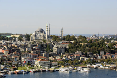 Turkey, Istanbul, View of Suleiman Mosque in city - LH000017