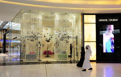 United Arab Emirates, Dubai, Interior of mall with people - LH000043
