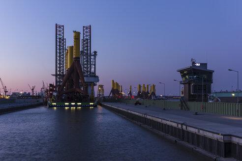 Germany, Bremerhaven, View of installation ship - SJ000017