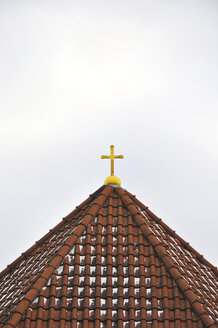 Germany, Bavaria, View of golden cross on church roof - AXF000440