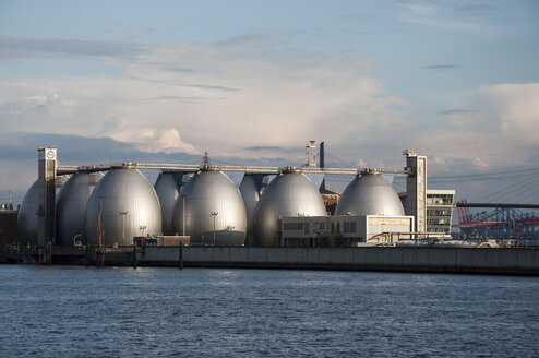 Germany, Hamburg, Industrial tanks at harbour - FB000032