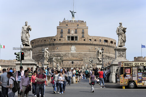 Italy, Rome, View of Castel Sant'Angelo - MIZ000308