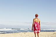 USA, Hawaii, Mid adult woman standing on beach - SKF001290