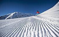 Austria, Salzburg, Mid adult man skiing in mountain of Altenmarkt Zauchensee - HHF004590