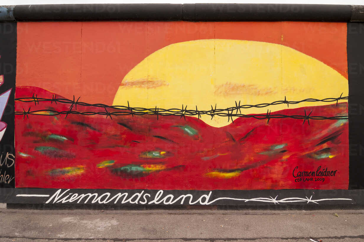Germany, Berlin, Mural painting of No Man's Land on Berlin wall - CB000035 - CBpictures/Westend61