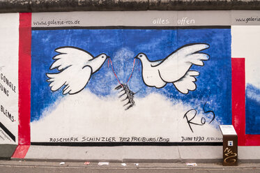 Germany, Berlin, Mural painting of birds on Berlin wall - CB000031
