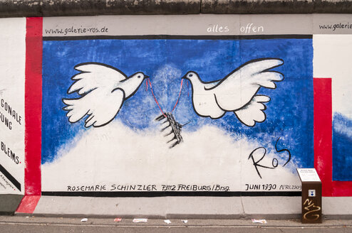 Germany, Berlin, Mural painting of birds on Berlin wall - CB000031