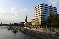 Germany, Bremen, Shore line of River Weser at Wilhelm-Kaisen-Brucke - LB000069