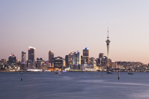 New Zealand, Auckland, View of city during sunset - GW002184