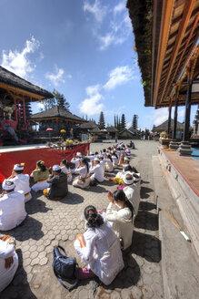Indonesia, People praying in Pura Ulun Danu Batur temple at village Batur - AM000103