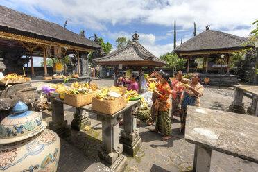 Indonesia, People praying in Pura Penataran Agung temple at village Batur - AM000089