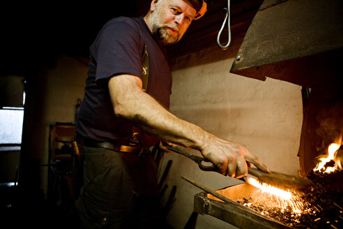 Blacksmith at work at the fireplace - CNF000071