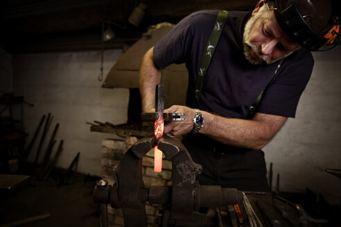 Blacksmith at work - CNF000052