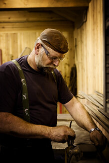 Craftsman at work - CNF000073