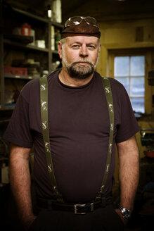 Portrait of craftsman in his workshop - CNF000075