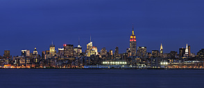 USA, New York State, New York City, View of Lower Manhattan with Hudson river - RUEF001030