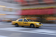 USA, New York State, New York City, Blurred motion of yellow cab - RUE001054