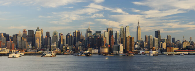 USA, New York State, New York City, View of Manhattan with Hudson river - RUE001044