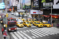 USA, New York State, New York City, Zebra crossing with yellow cabs - RUE001014