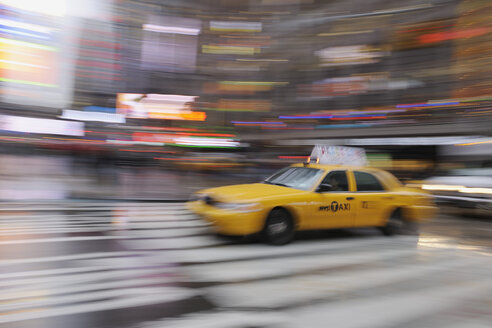 USA, New York State, New York City, Blurred motion of yellow cab - RUE001012