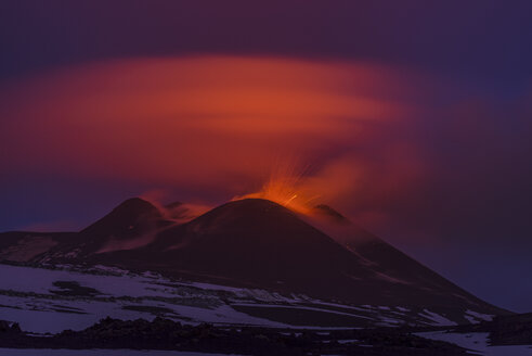 Italy, View of  Lava erupting from Mount Etna - RM000610