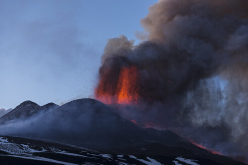 Italy, View of  Lava erupting from Mount Etna - RM000613
