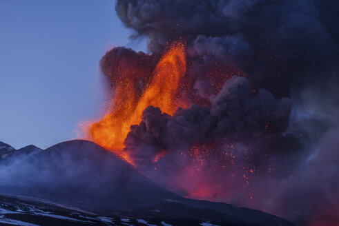 Italy, View of  Lava erupting from Mount Etna - RM000616
