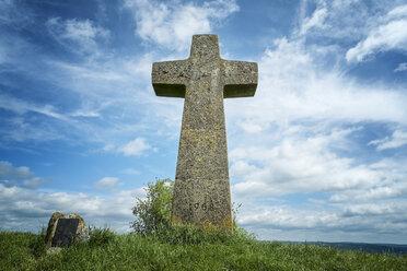 Germany, Baden Wuerttemberg, View of cross at Hegau - ELF000142