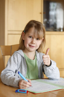 Germany, Baden Wuerttemberg, Portrait of girl showing thumbs up sign - SLF000093