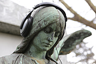 Germany, Cologne, Angel statue with headphones in cemetery - JAT000026