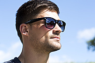 Germany, Bavaria, Young man wearing sunglasses, close up - MAEF006686