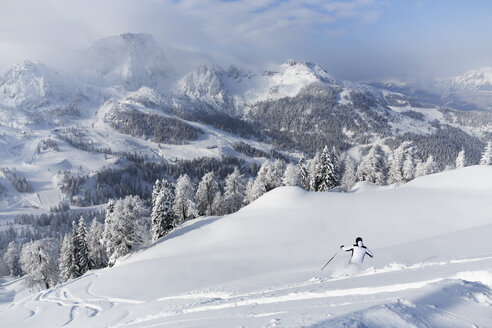 Austria, Carinthia, Person skiing in snow - SIE003835