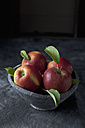 Bowl of red apples, close up - CSF019338