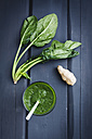 Green smoothie made of spinach and ginger, close up - ECF000193