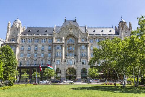 Hungary, Budapest, View of Four Seasons Hotel Gresham Palace Budapest - MAB000076