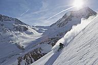 Austria, Tyrol, Mature man skiing in slope - FF001355