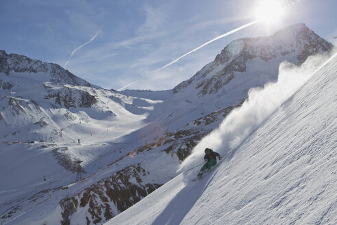 Austria, Tyrol, Mature man skiing in slope - FF001355