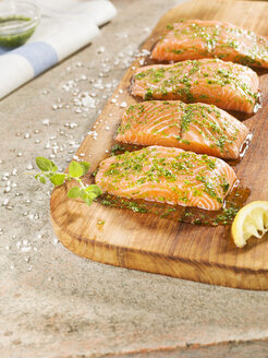 Marinated salmon on chopping board - CH000022