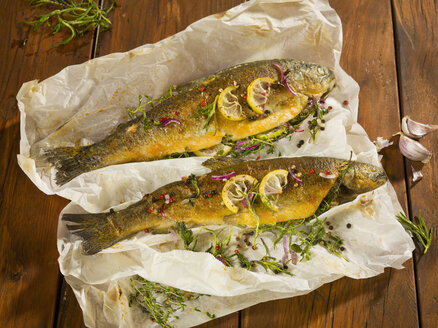 Fried trout stuffed with herbs on wooden plank - CH000027
