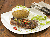 Rump steak with baked potato on square plate - CH000032