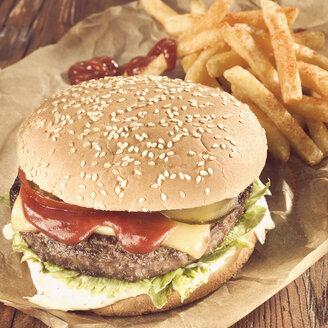Classic burger with cheese french fried - CHF000048