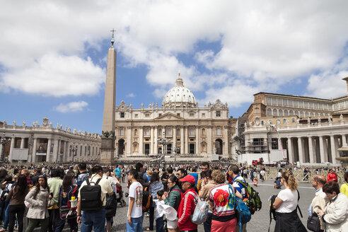 Italy, Rome, Vatican City, St Peters Basilica - HA000100