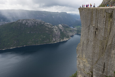 Norway, Tourist at Pulpit Rock - HWO000057