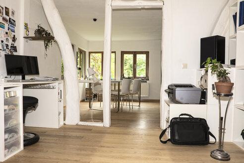 Germany, North Rhine Westphalia, Interior of living room before burglary - ON000205