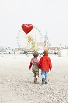 Germany, Bavaria, Munich, boys with heart shaped balloon going to Oktoberfest - EDF000025