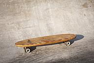 Germany, North Rhine Westphalia, Cologne, Skateboard in skatepark - KJF000226